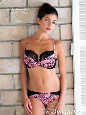 Розовый комплект белья (Италия): бюст балконет и трусики панти-стринг